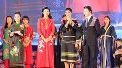 Tôn vinh thổ cẩm trong đêm khai mạc Lễ hội Văn hoá thổ cẩm Việt Nam lần thứ I