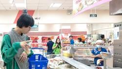 Nhiều siêu thị trên địa bàn TPHCM đã thực hiện cam kết hạn chế dùng túi ni lông sử dụng một lần