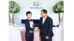 Bà Nguyễn Minh Phúc, Chủ tịch tập đoàn MPC Group đón tiếp ông Han Seong Kwon