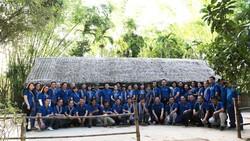 Đoàn cán bộ Văn phòng Thành ủy TPHCM về quê hương Bác Hồ