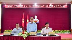 Ông Phan Ngọc Thọ trả lời các câu hỏi của phóng viên tại buổi họp báo thông báo kết quả Hội nghị phát triển Du lịch miền Trung và Tây Nguyên