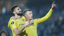 "Ross Barkley (phải) và Olivier Giroud giúp Chelsea ""bừng tỉnh"". Ảnh: Getty Images"