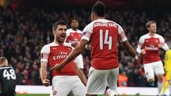 Các ngôi sao Arsenal ăn mừng màn ngược dòng. Ảnh: Getty Images