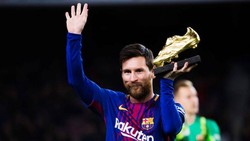Lionel Messi trở thành cầu thủ đầu tiên thắng Giầy vàng châu Âu trong 3 mùa liên tiếp. Ảnh: Getty Images