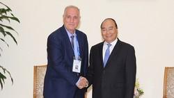 Thủ tướng Nguyễn Xuân Phúc và ông Aslan Aslanov, Chủ tịch OANA - Ảnh: VGP