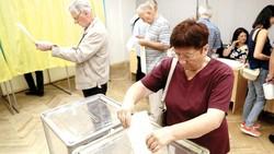 Cử tri Ukraine tại Thủ đô Kiev đi bầu Quốc hội mới