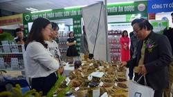 Gian hàng dược liệu trưng bày giới thiệu tại hội chợ.