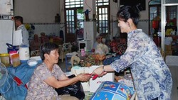 Trao hơn 600 triệu đồng quà tết cho người già neo đơn, trẻ em mồ côi