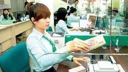 Ngân hàng huy động tiền gửi đến 10,2%/năm