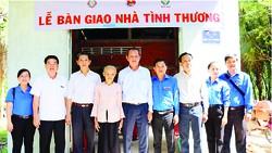 Công ty XSKT Đồng Tháp và Công ty XSKT Bến Tre tài trợ nhà tình thương cho gia đình khó khăn