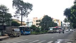 Xe khách chiếm dụng lòng đường làm bến bãi
