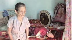 Cụ bà 85 tuổi chăm con bệnh nặng
