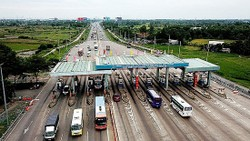Trạm thu phí cao tốc TPHCM - Trung Lương.