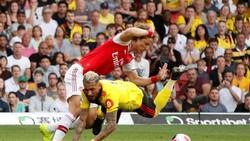 David Luiz lại đóng vai trò quyết định trong bàn gỡ hòa của đối thủ