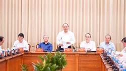 Thủ tướng cùng các đồng chí lãnh đạo Đảng, Nhà nước tại cuộc làm việc.