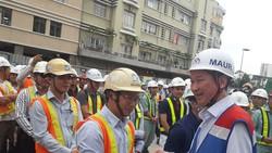 Phó Chủ tịch UBND TPHCM Trần Vĩnh Tuyến chúc mừng cán bộ- công nhân tại lễ ra quân.