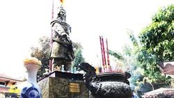 Di dời lư hương tại tượng đài Trần Hưng Đạo về nơi tôn nghiêm