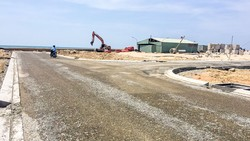 Một dự án đất nền ven biển Phan Thiết được môi giới chào mời với mức giá 18-40 triệu đồng/m2. Ảnh:M.TUẤN