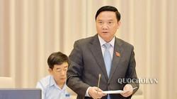 Chủ nhiệm Ủy ban Pháp luật Nguyễn Khắc Định trình bày báo cáo tại phiên họp. Ảnh: quochoi