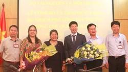 Thứ trưởng Bộ Tài nguyên và Môi trường Nguyễn Thị Phương Hoa đã trao các quyết định bổ nhiệm cho 2 tân Phó Tổng cục trưởng