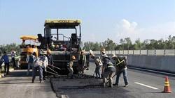 Đại diện Quỹ bảo trì đường bộ cũng cho biết, việc bãi bỏ Quỹ bảo trì đường bộ không có nghĩa là không phải đóng phí sử dụng đường bộ. Ảnh: TTXVN