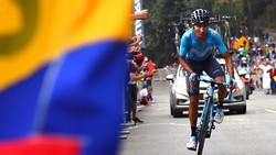 Nairo Quintana tấn công trên đèo