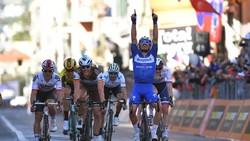 Julian Alaphilippe ăn mừng sau chiến thắng ở Milan-San Remo