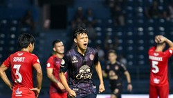 Supachai ăn mừng sau khi ghi bàn gỡ hòa cho Buriram