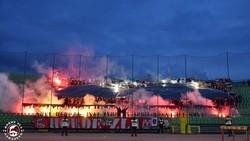 Một góc khán đài đỏ lửa của CĐV Sarajevo