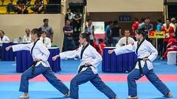 Chiếc HCV đầu tiên của Taekwondo Việt Nam tại giải do công cùa bộ ba Nguyễn Thị Kim Hà – Lê Trần Kim Uyên – Ngô Thị Thuỳ Dung. Ảnh: Dũng Phương