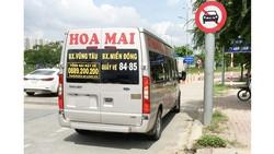 Ô tô đi vào làn đường dành cho xe 2 bánh trên đường dẫn vào cao tốc TPHCM - Long Thành - Dầu Giây. Ảnh: THÀNH TRÍ