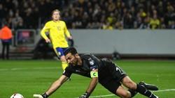 Gigi Buffon có thể rút lại tuyên bố giải nghệ để cùng Italia đến World Cup 2018. Ảnh: Getty Images