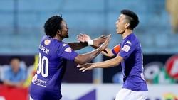 Hà Nội sớm tạo ưu thế bàn thắng ngay ở đầu trận.