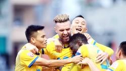 Niềm vui không trọn của đội bóng xứ Thanh ở vòng 21. Ảnh: MINH HOÀNG