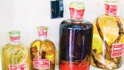 Mê cung rượu độc
