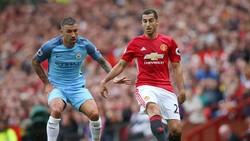 Henrikh Mkhitaryan (phải, Man.United) sẽ khao khát lấy lại hình ảnh sau màn ra mắt thảm họa ở trận derby lượt đi.