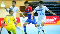 Cuộc so tài giữa Thái Sơn Nam (áo trắng) và Sanna Khánh Hòa ở giải VĐQG 2017   Ảnh: BẠCH DƯƠNG