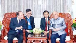 Thủ tướng Nguyễn Xuân Phúc đến thăm đồng chí Khamtay Siphandon, nguyên Chủ tịch Đảng Nhân dân cách mạng Lào, nguyên Chủ tịch nước Lào