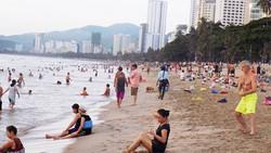 Du lịch nội địa luôn chiếm đa số các tour biển miền Trung (ảnh chụp tại Nha Trang)