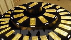 Các thỏi vàng được trưng bày tại cửa hàng kim hoàn Ginza Tanaka ở Tokyo, Nhật Bản.