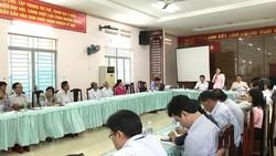 Bà Trịnh Thị Mỹ Lan, Phó Chủ tịch quận 12 chủ trì cuộc đối thoại với người dân sáng 15-9.