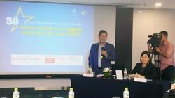 Chủ tịch VINASA Trương Gia Bình phát biểu tại cuộc họp báo. Ảnh: TRẦN BÌNH