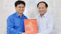 Đồng chí Nguyễn Mạnh Cường nhận quyết định làm Bí thư quận Thủ Đức