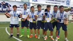 """Dễ dàng nhận ra những Nam """"nhóc"""", Trung """"độ""""... của Sài Gòn FC vừa """"bợ"""" cúp vô địch ở một giải đấu phong trào."""