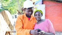 """Những ngôi làng ở Tanzania """"trắng sóng"""" nay đã có sóng di động Halotel - nơi Viettel đầu tư"""