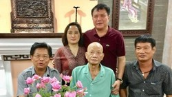 CCB Trương Đắc Trình (giữa) và đồng đội