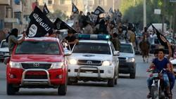Một cuộc phô diễn lực lượng của IS  Ảnh: REUTERS