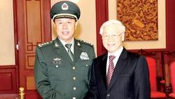 Tổng Bí thư  Nguyễn Phú Trọng,  Bí thư Quân ủy Trung ương tiếp Thượng tướng  Phạm Trường Long,  Ủy viên Bộ Chính trị,  Phó Chủ tịch Quân ủy  Trung ương Trung Quốc