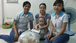 Ban chấp hành Công đoàn Công ty Long Rich thăm và tặng quà  cho công nhân tại nhà trọ