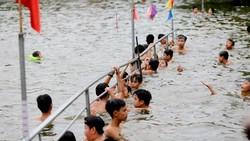 Biến ao làng thành bể bơi miễn phí